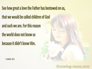 1 John 3:1 What Love That We Are Called Children Of God (beige)